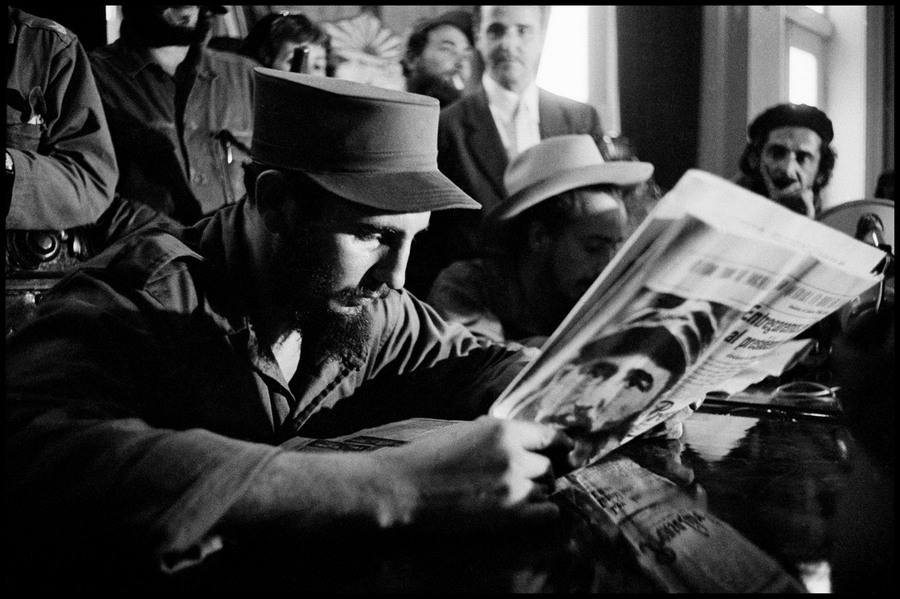 01 CUBA. 1959. Fidel CASTRO reading the press reports upon his arrival in liberated Havana.jpg