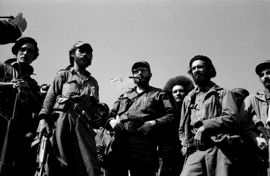 03 Burt Glinn. CUBA. 1959. Fidel CASTRO and his revolutionary army on their way to liberate La Havana.jpg