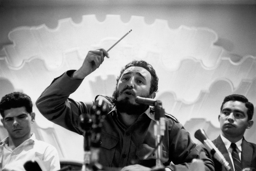 04 Bob Henriques CUBA. 1959. Fidel CASTRO Press conference in Havana in 1959.jpg