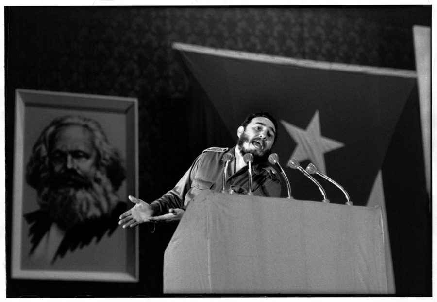 07 Henri Cartier-Bresson Havana. 1963 Fidel CASTRO speaks on reorganization of the party.jpg