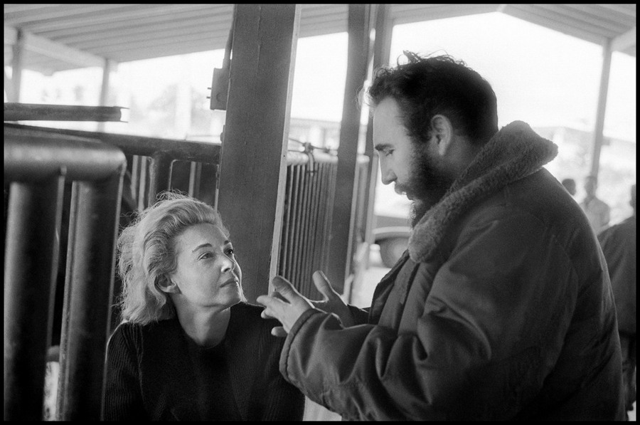 11 Elliott Erwitt CUBA. 1964. Fidel CASTRO gesturing with hands, Lisa HOWARD looking up at him admirin.jpg