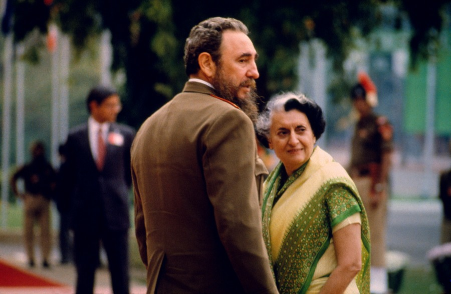 17 Raghu Rai INDIA. New Delhi. 7th Non Aligned Conference. 1983. Fidel CASTRO and Indira GANDHI.jpg