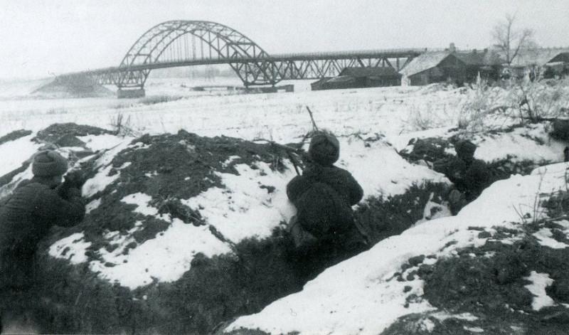 79231 Окопы у моста Ленинградского шоссе, ноябрь 1941.jpg