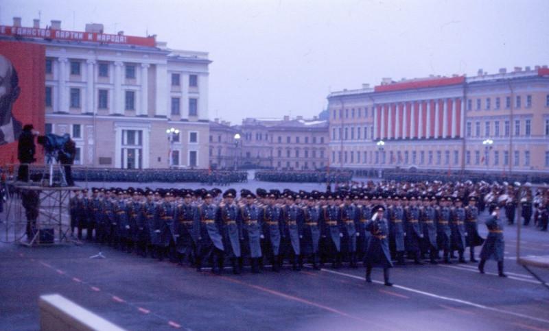 146704 Военный парад 7 ноября на Дворцовой.jpg