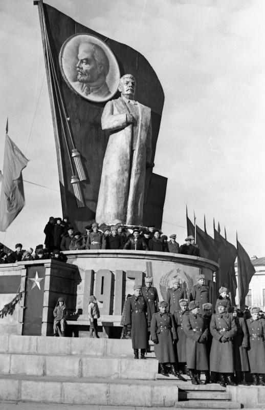 308922 Свердловск. 7 ноября 1947 года.jpg