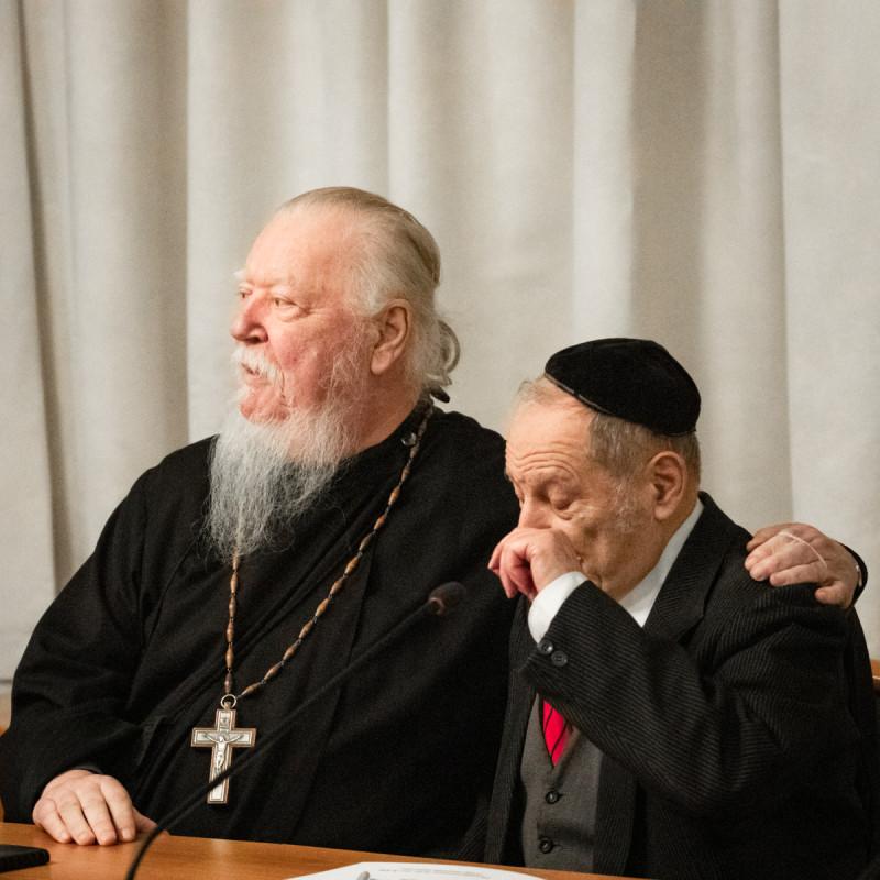 Протоиерей Димитрий Смирнов и раввин Зиновий Львович Коган. Фотограф: Петр Данилов
