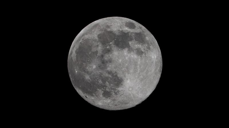 Луна. Фотограф: Петр Данилов