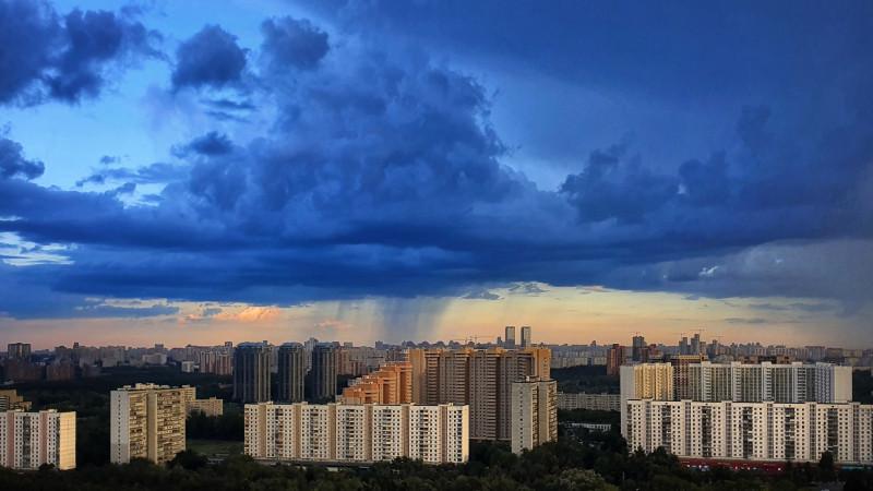 Дождь над Москвой. Фотограф Петр Данилов