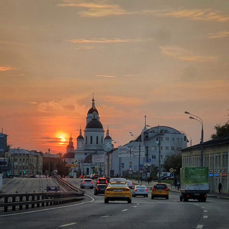 Закат в Москве. Фотограф: Петр Данилов