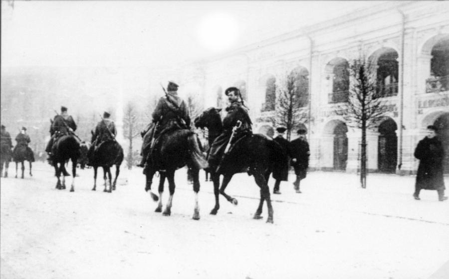 1905 январь 9 316636 Казачий патруль на Невском проспекте 9 января 1905.jpg