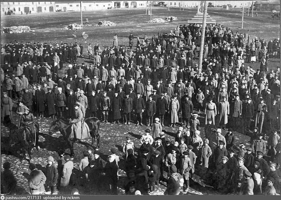 1919 январь 9 Новгород 217131 Парад Всевобуча на площади 9 Января.jpg