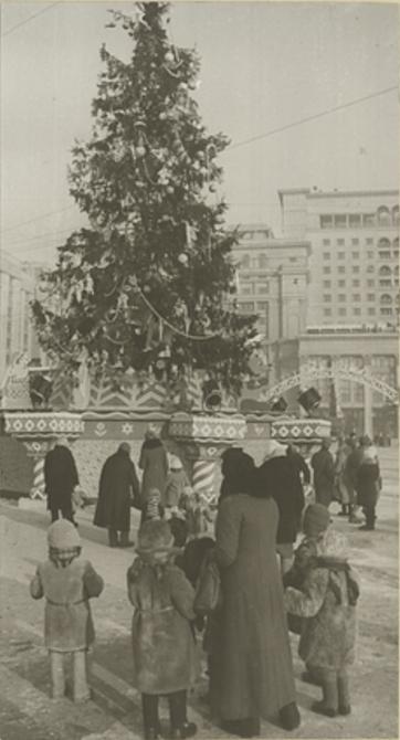 1947 Елка на Манежной площади.jpg