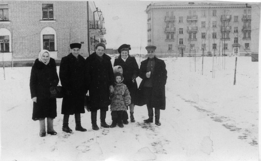 1952 январь 1 47401 Проводы гостей после встречи Нового года.jpg