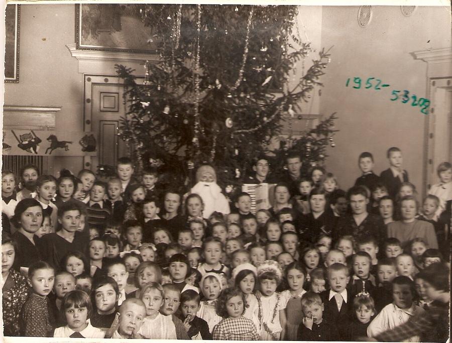 1952-1953 Ленинград 269911 Школа №440. Новогодняя ёлка в актовом зале.jpg