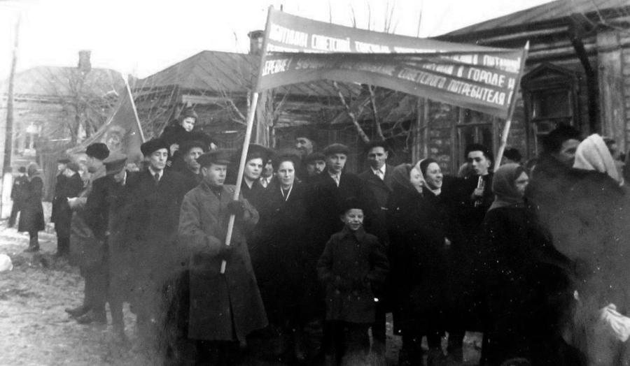 1954 январь 31 Зарайск 390930 Коллектив заготконторы. Встреча Нового года.jpg