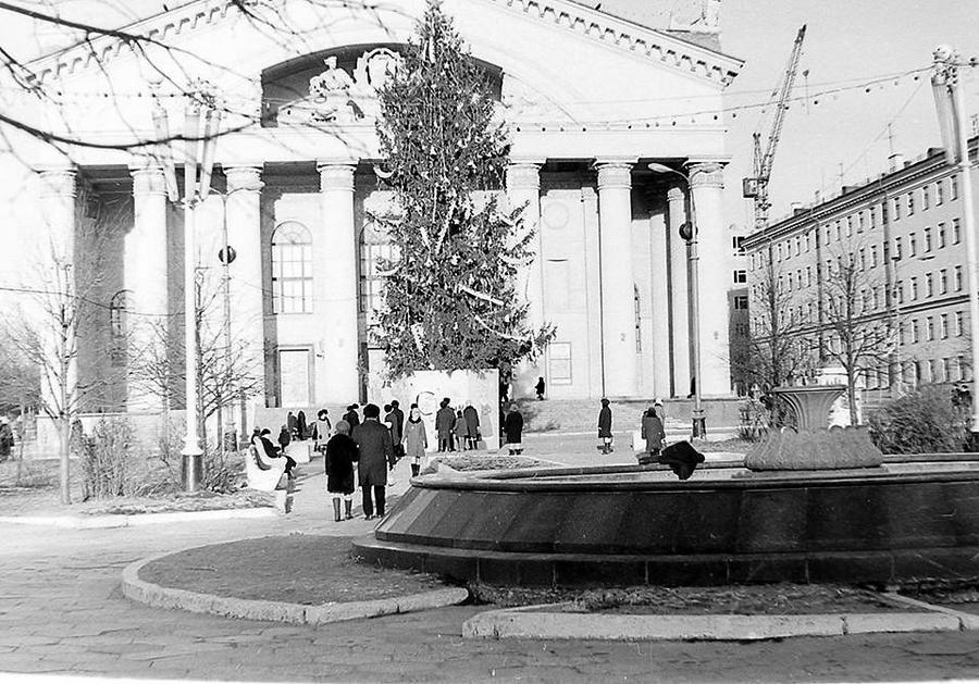 1973 январь Калуга 401296 Новый год. Без снега.jpg