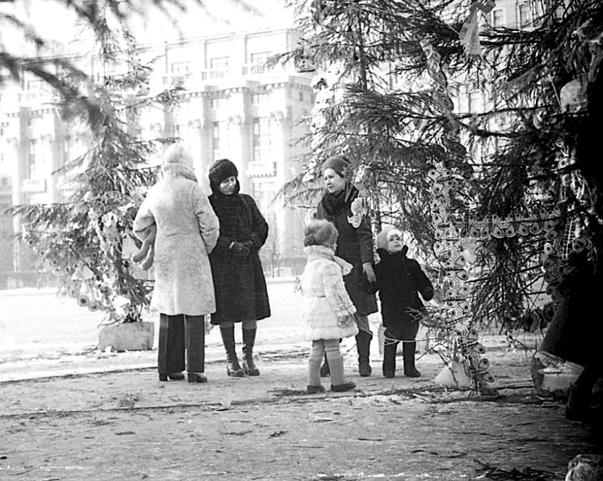 1977 Москва 70023 Елка на площади Пятидесятилетия Октября.jpg