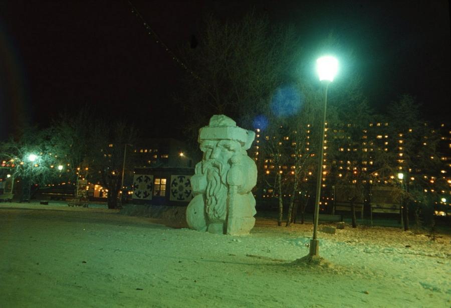 1985 Тюмень 268569 Дед Мороз на площади 400-летия Тюмени..jpg
