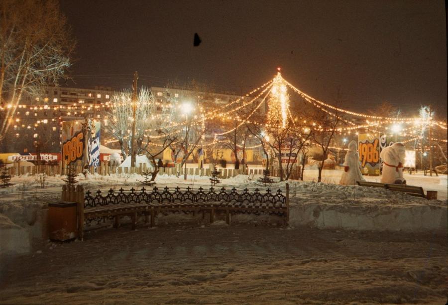 1985 Тюмень 268578 Новогодняя ёлка на Театральной площади (400-летия Тюмени)..jpg