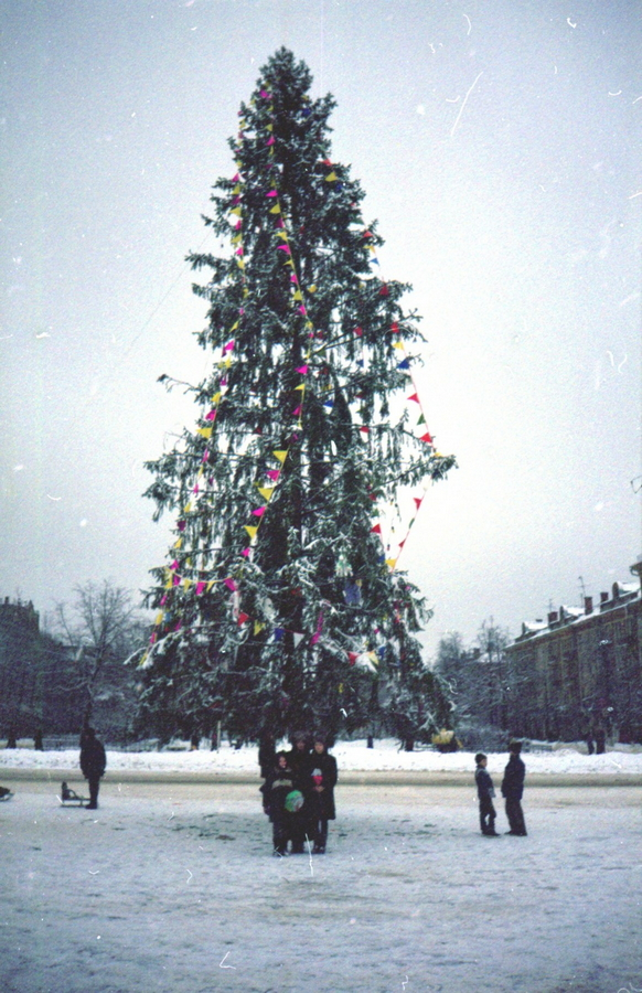 1998 Жуковский 373270 Ёлка на площади Ленина.jpg