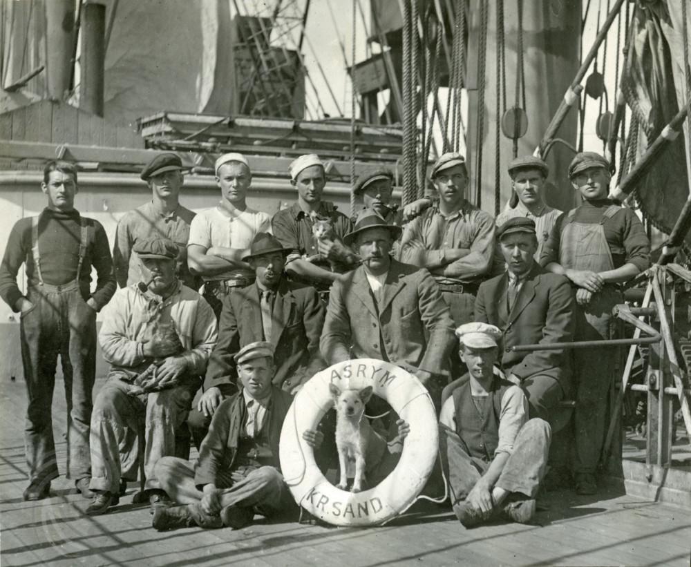 Mannskap ombord i Fullrigger 'Asrym (ex Springbank)'(b. 1894, Russel & Co., Port Glasgow). 1917-1919