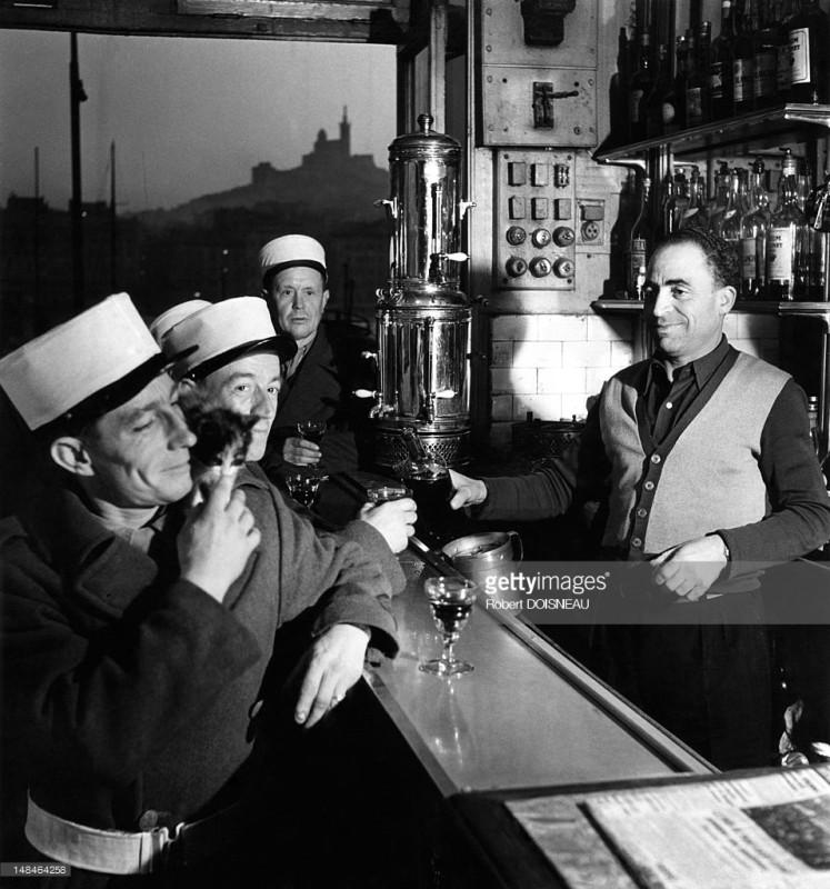 Робер Дуано 1951. Легионеры в кафе. Марсель