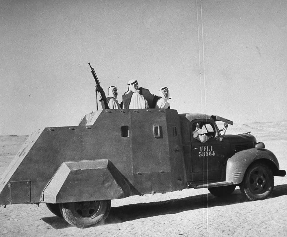 Arab Meharistes in Syria, c.1943. The improvised armoured truck is based on a 1938-1940 3-ton Dodge. The machine gun is a Chatellerault Mle. 24-29