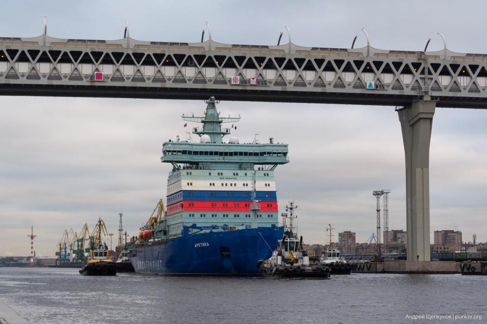 фото от Андрей Щелкунов - проход Арктики под мостом ЗСД 12-12-19. Подмостовой габарит - 52 м, ледокол идёт с полной осадкой