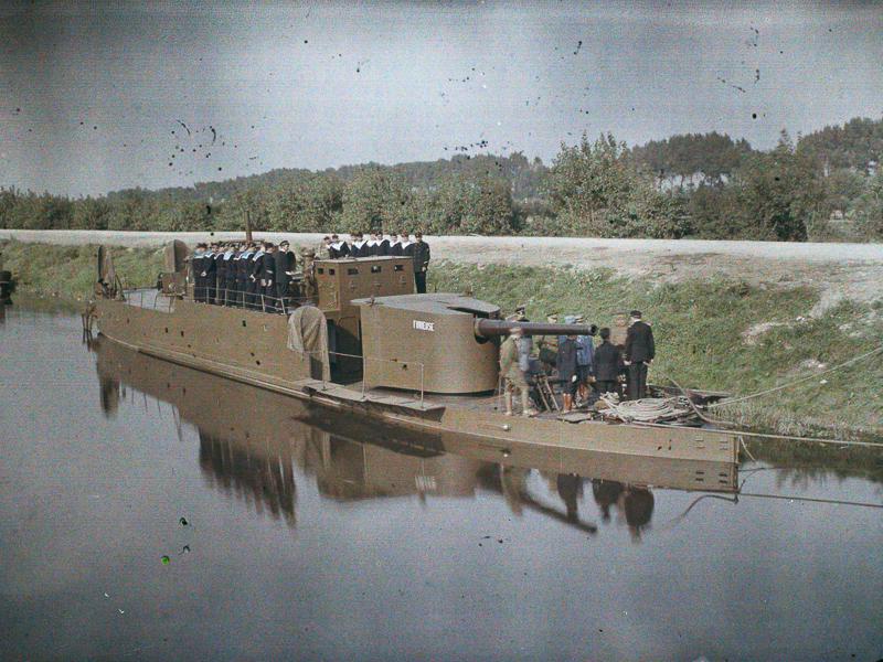 Canonniere sur le canal de l'Yser pres Loo, 5 septembre 1917, autochrome