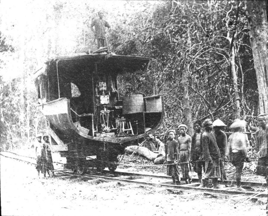 Mekong. 3, Tranche [...] de l'Ham Luong  [mission] Simon ; [photogr.] Simon ; [photogr. reprod. par] Molteni [pour la conference donnee par] Simon - 1893-1896 Ham Luong (canonniere)