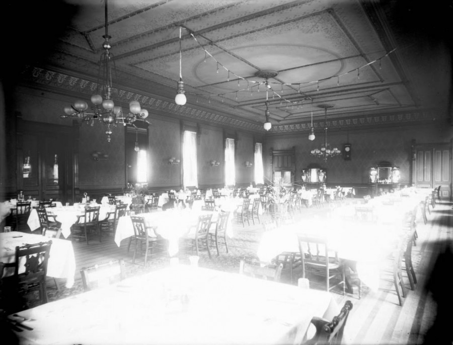 Windsor Hotel dining room in Denver, Colorado. [between 1890 and 1910]
