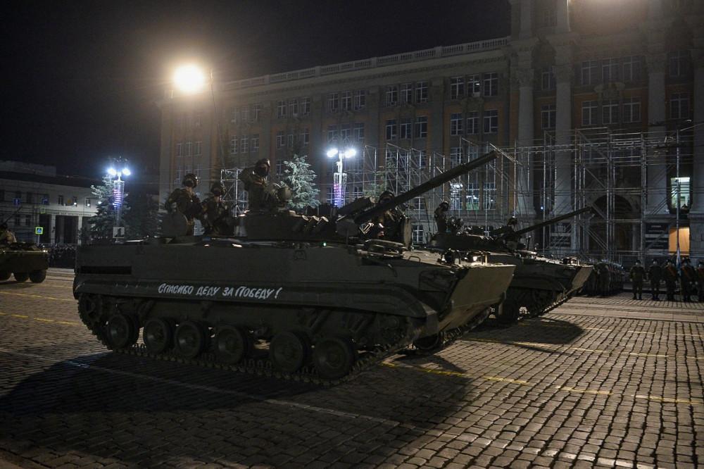 Первая ночная тренировка парада к 75-летию Победы в Екатеринбурге