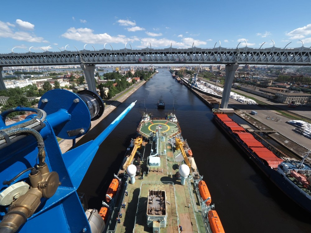 Арктика проходит мост ЗСД. Морской канал, 23 июня 2020
