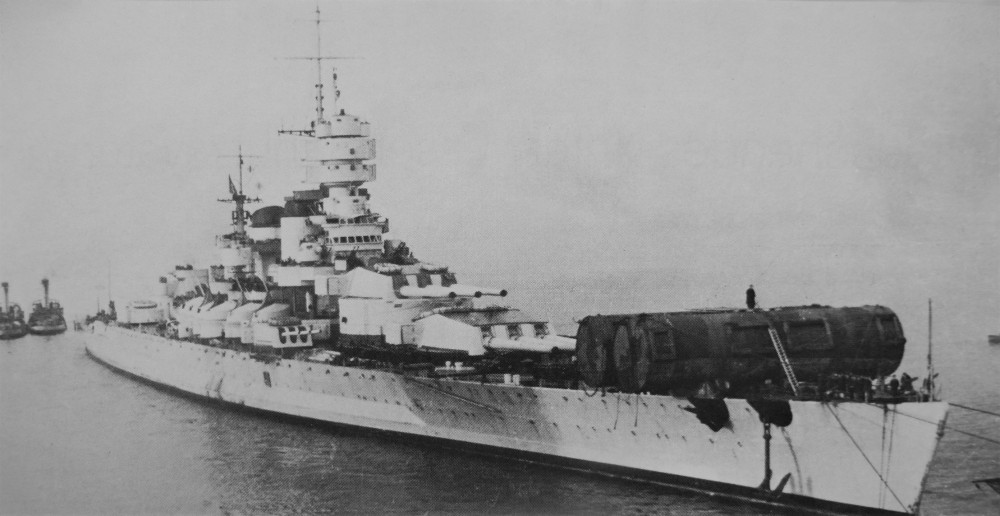 VITTORIO VENETO on 29 March 1941 after the disastrous Operation 'Gaudo'. Installing two large balancing cylinders on the forecastle, to transit the ship canal to the Mar Piccolo