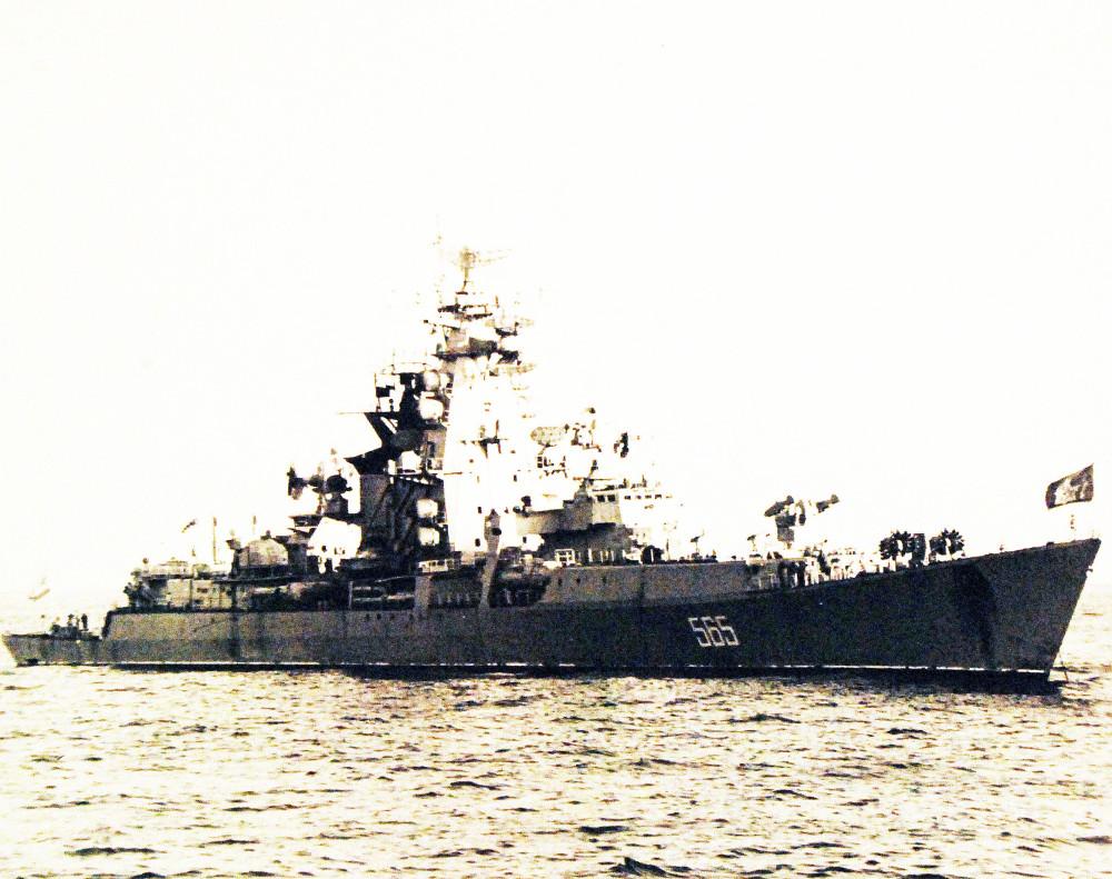 Pacific Ocean. A Soviet Kresta class guided missile armed destroyer leader, September 14, 1971