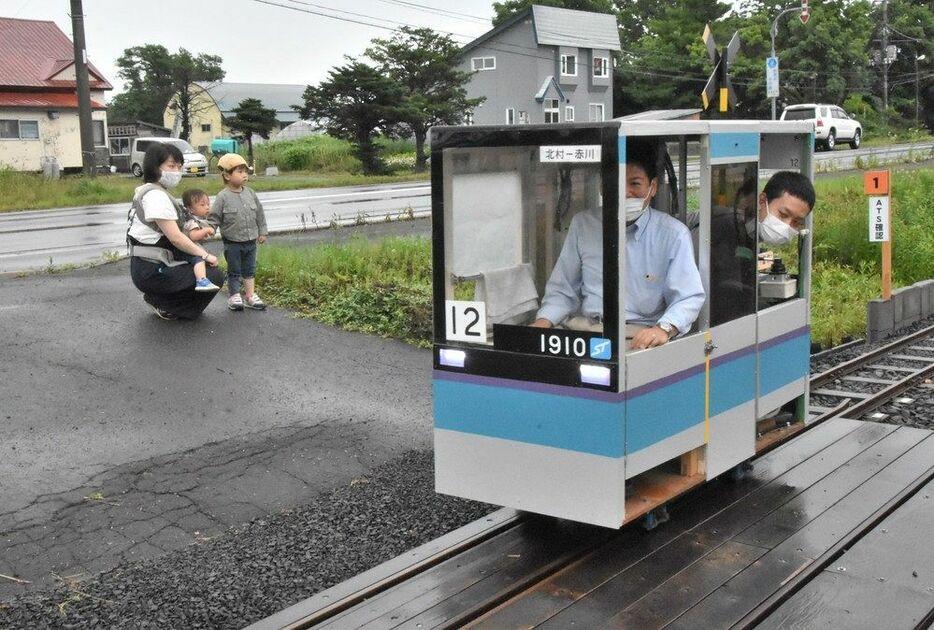 Ryosuke Kanamori, an active driver of the streetcar (41), who lives in Sapporo, runs a hobby mini-rail, Sorachi Railway