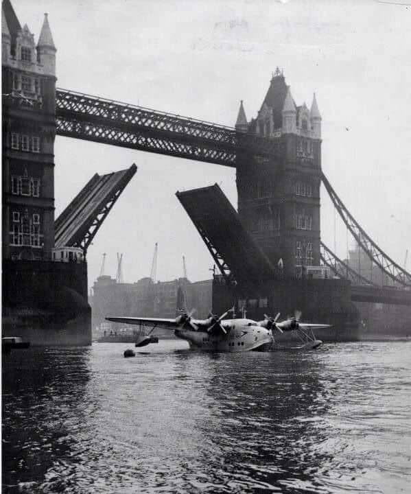 A Short Solent belonging to BOAC, water taxiing under Tower Bridge in London