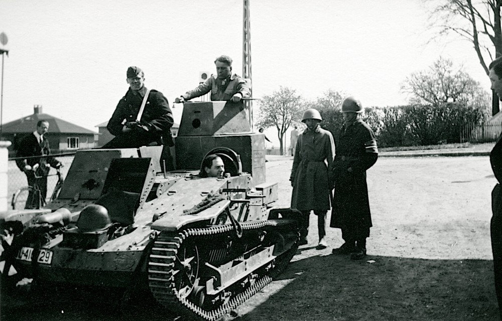 An abandoned German tank is being tested by resistance fighters in Ballerup