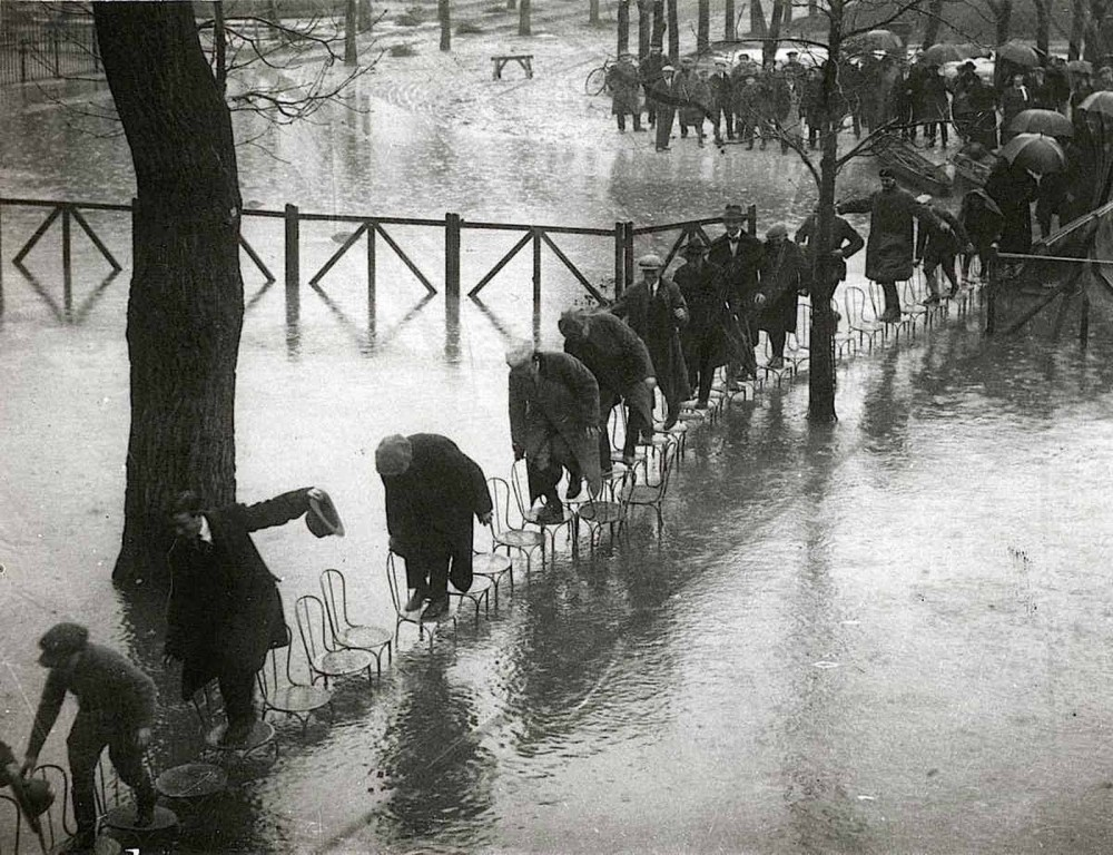 In 1924, rain flooded the streets of Paris