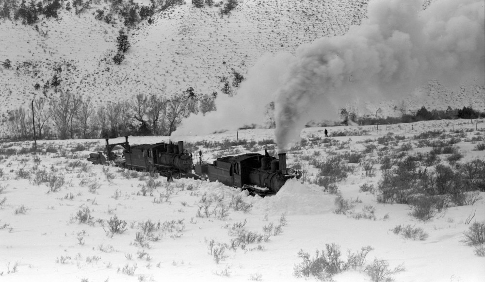 Colorado & Southern train #32, engine number 370, engine type 4-6-2, Cheyenne, Wyo., February 25, 1951