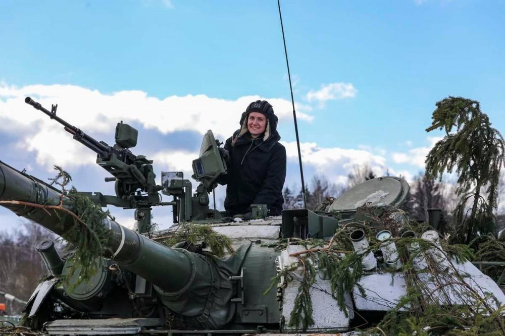 Фоторепортаж Из Подмосковья, где женские танковые экипажи Кантемировской дивизии Западного военного округа провели боевые стрельбы штатным снарядом из танков Т-80У