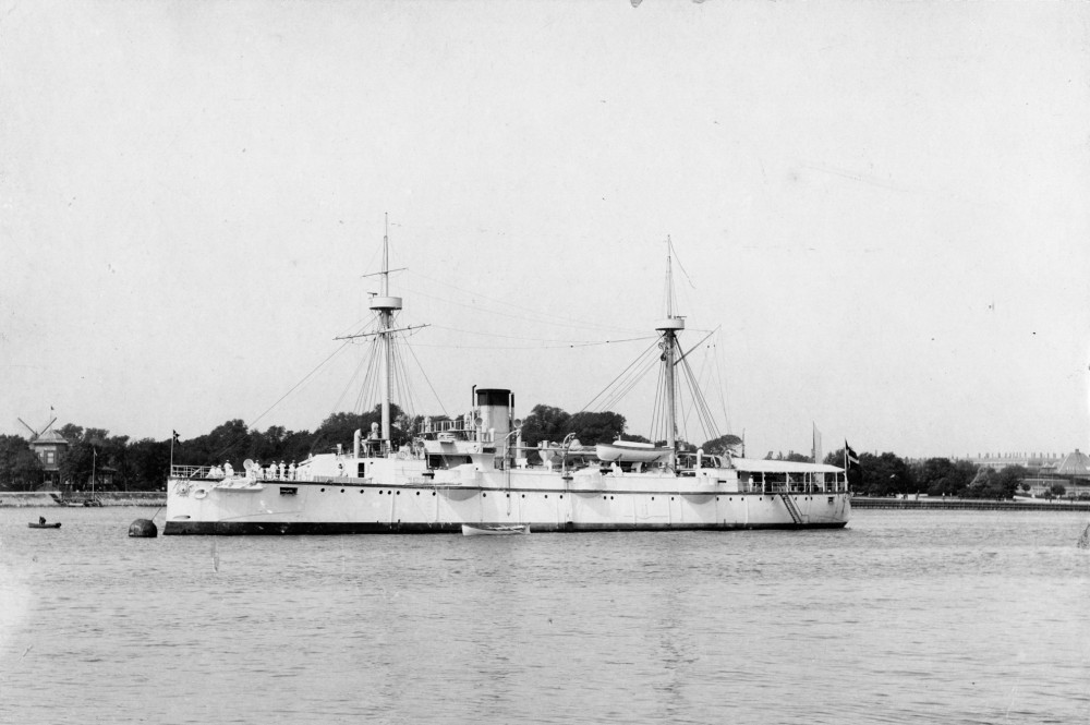 Valkyrien (1888-1923) set mod bagbord
