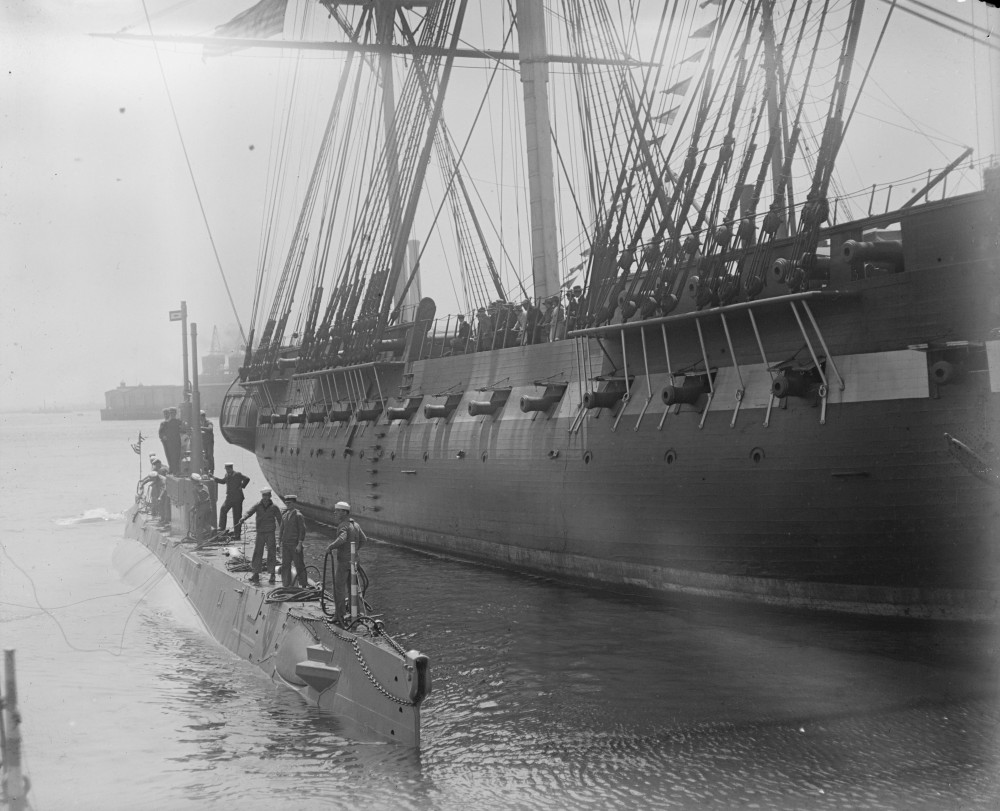 Old and new at Navy Yard, latest class submarine alongside old Ironsides on Navy day [1916]