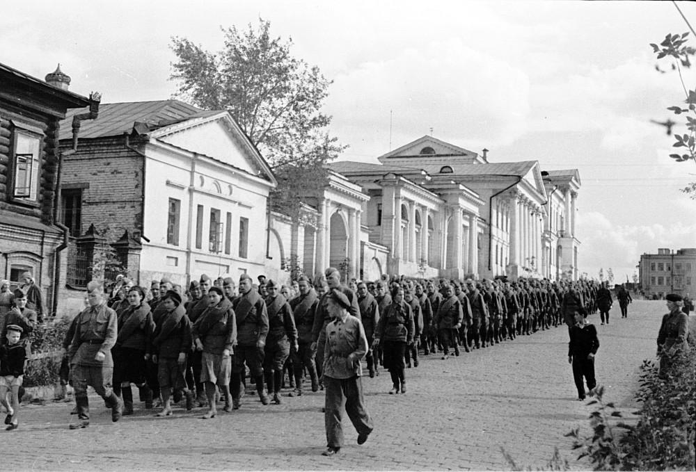 Около усадьбы Расторгуева-Харитонова, 1942