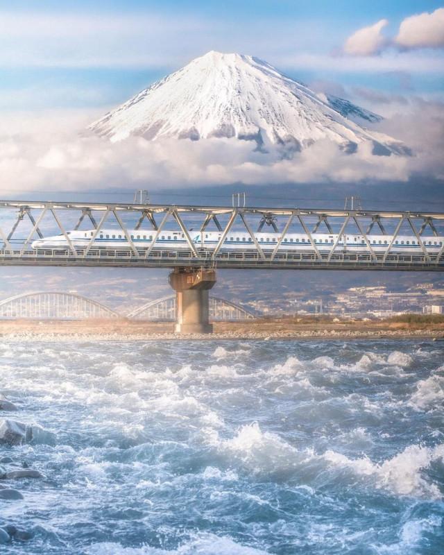 Looks like N700A crossing Oigawa river in Shizuoka prefecture