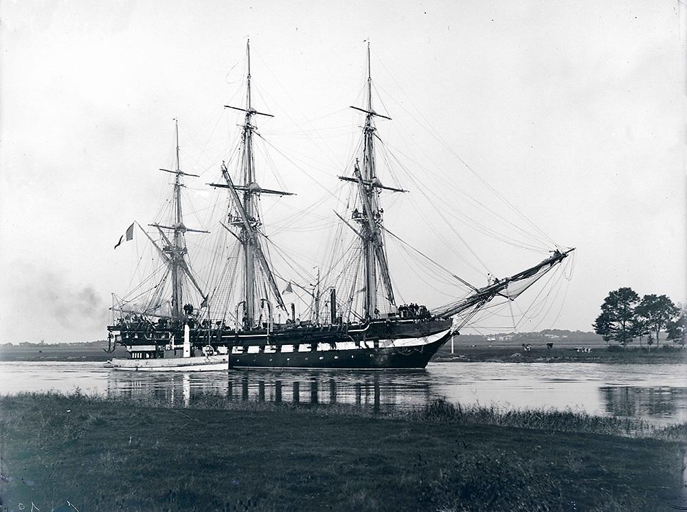 La Melpomene [Fregate] [1887] [MR_5_G_556]