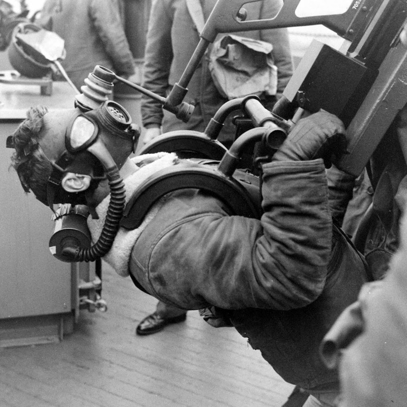 A 20mm Oerlikon aa gunner aboard the USS New York (BB 34) at maximum elevation during a drill whilst on convoy escort in the N. Atlantic, circa 1942