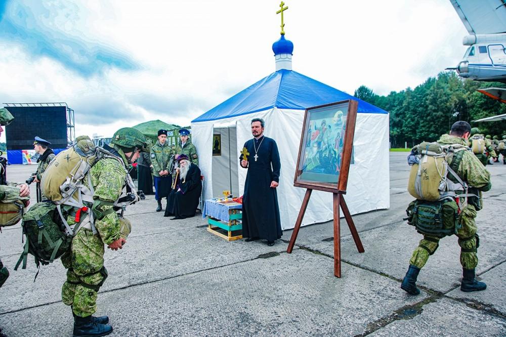 Очередной этап специального учения по военно-политической работе «Сплоченность-2021» прошёл на аэродроме Кресты в городе Пскове