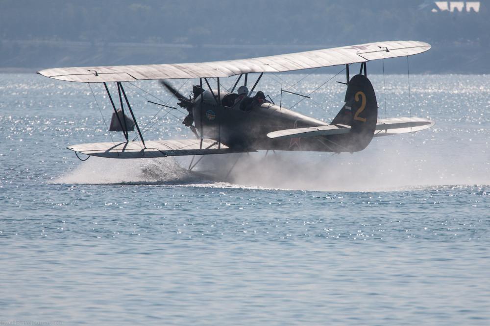 Гидроавиасалон-2012 полет По-2 на поплавках