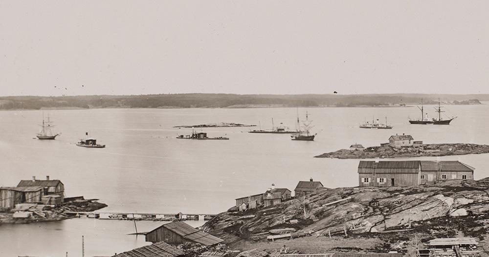 Вид из Кайвопуйсто на острова - перед Южным Стокгольмом (= Луото, Клиппан), слева к северу от Стокгольма (= Белый остров) 1898 г.